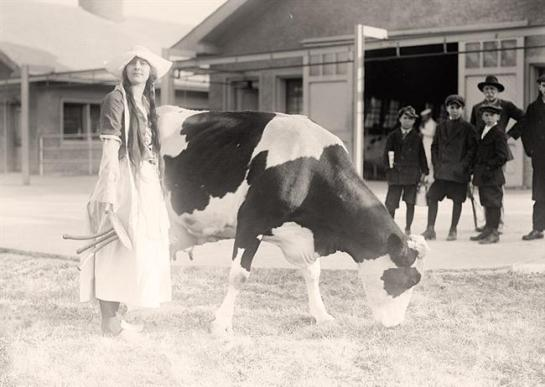 1919  Eckles, Virginia. in Dutch Dairy-maid Costume