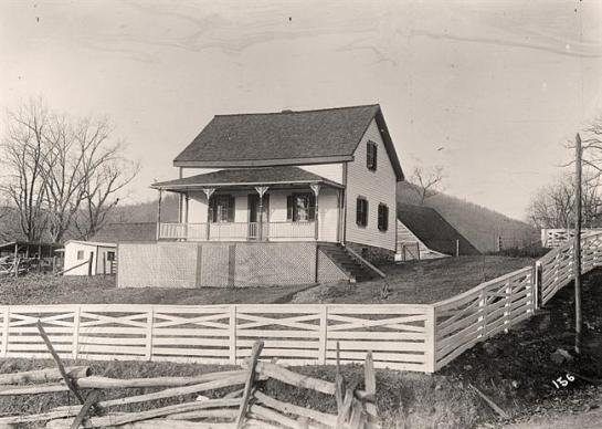 Unidentified Farmhouse. It was taken between 1909 and 1923