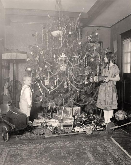 Old Time Christmas. It was created between 1905 and 1945
