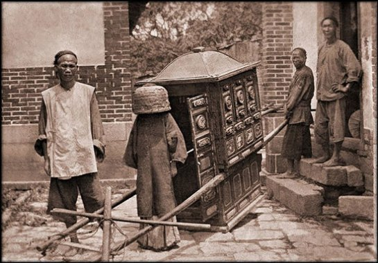 Breakfast, movable chow shop, Canton, China [c1919] Keystone View Co.
