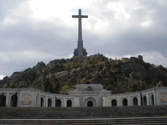 Granite Cross, Basílica de la Santa Cruz