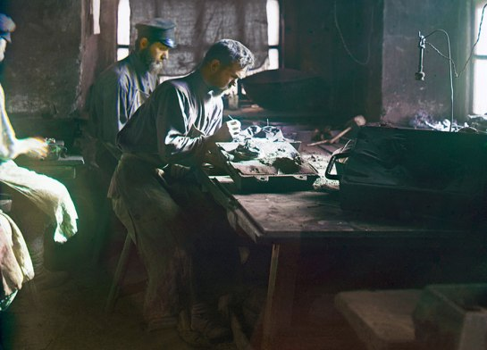 Molding of an artistic casting (Kasli Iron Works), 1910.